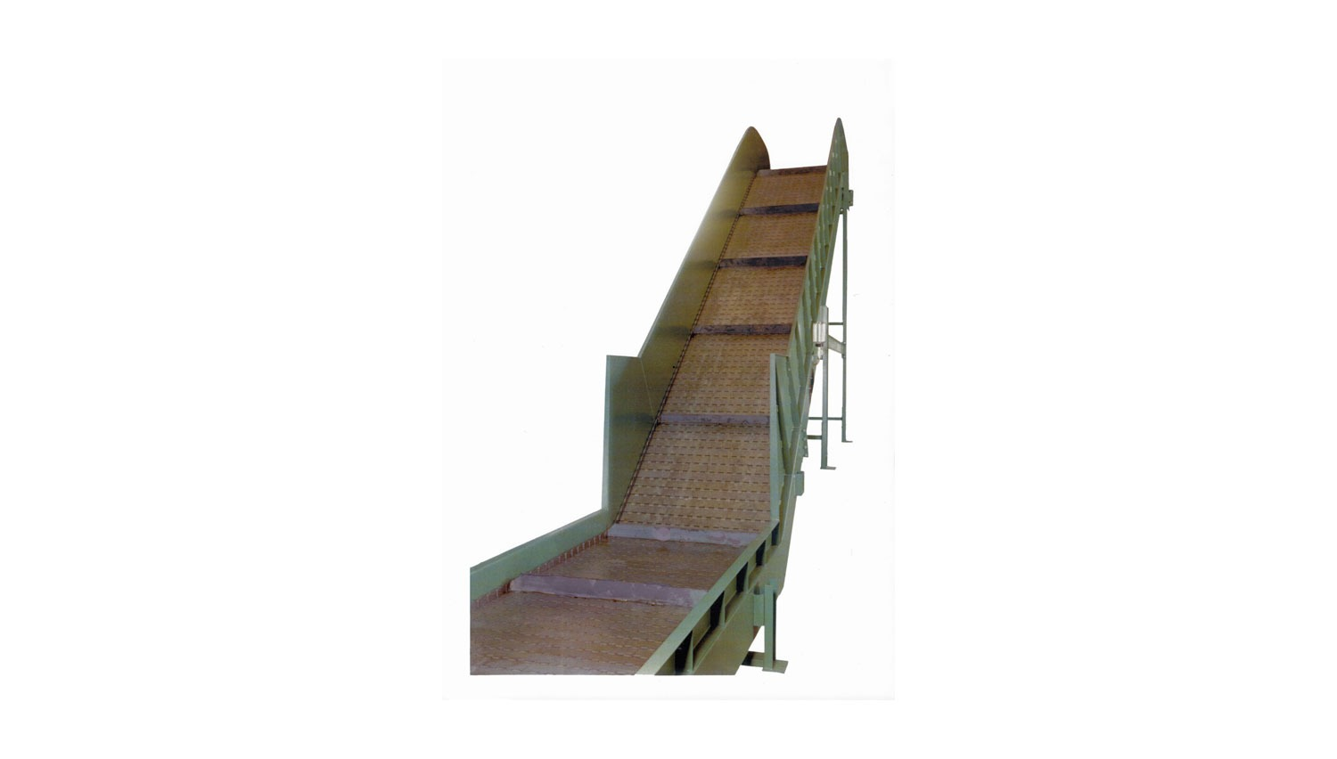 "Hinged Steel Belt Conveyor 9"" Pitch"