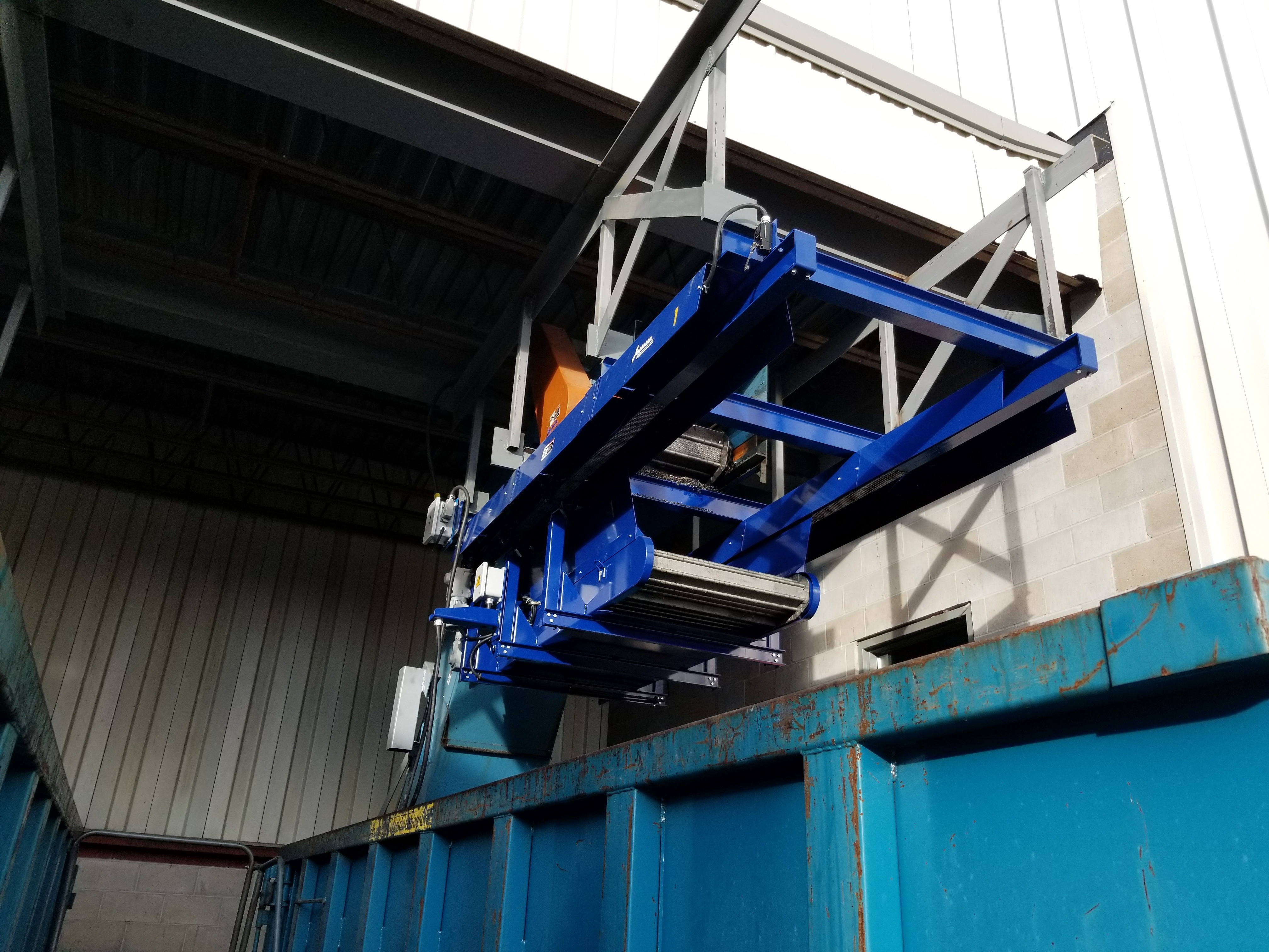 Shuttle Conveyor for chip management